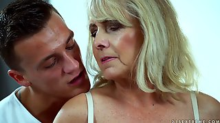 Mature Wrinkled Whore Jana Nelle Gets Her Old Cunt Fucked Doggy Style