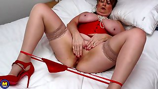 Big Babe In A Tight Red Corset Masturbates In Bed