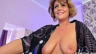 Cute Mature Babe Cumming On Live Camshow