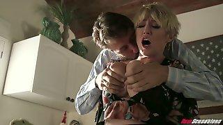 Curvy Big Bottomed Milf Dee Williams Attacks Lovers Dick In The Doorway