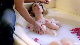 Brooke Wylde Fucks Boyfriend After A Hot Bath