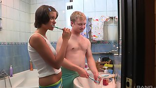 Hung Dude And Petite Meddie Take It Off In The Bathroom