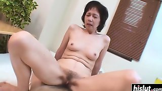 Housewife Exciting Babe Takes Care Of A One-eyed Snake