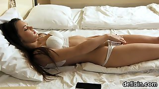 Cute Nympho Stretches Tight Fuckbox And Gets Deflorated