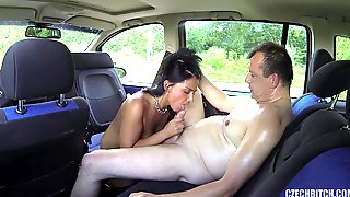 Guy Fucks Real Bitch In The Car