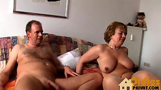 Grannie_with_huge_tits