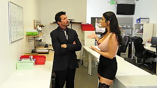 Latina MILF Violet Myers Gets A Hardcore Pussy Fuck In The Office