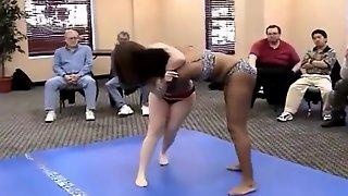 Thick Girls Wrestle (catfight)