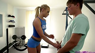 Petite Fitness Chick Vinna Reed Is Fucked Hard At The Gym