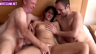 British Pakistani Has A 3some Sex