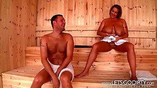 Dicke Tittensau In Der Sauna