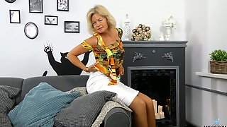 Mature Blonde Diana Gold Is Finger Fucking Her Wet And Whorish Punani