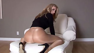 Hot Girl Masturbating Her Pussy In Pantyhose
