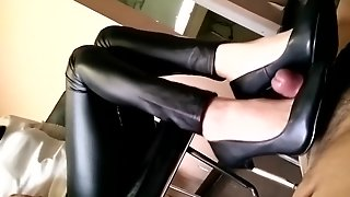 Chinese Sexy Femdom Trample Shoejob