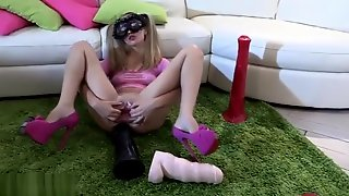 Huge Dildo Pussy Stretching