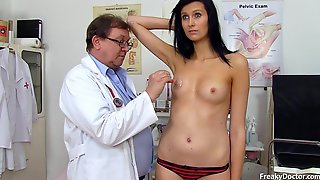 Darkhaired Babe Gets Detailed Gyno Exam - Darkhaired Babe