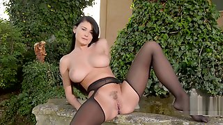 Lucy Li Solo In Outdoor
