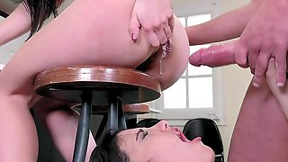 Perfect Anal Scenes During Threesome For Taisha And Penelope Cum