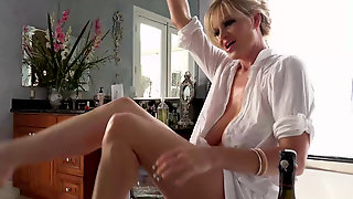 Blonde Milf Kelly Madison Climaxes In The Bathtub