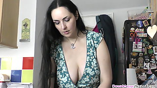 Big Natural Tits Woman Showing How She Tries On Bras