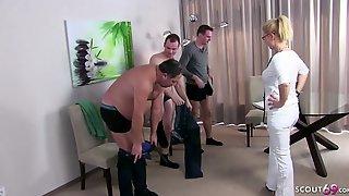 Arztin Kissi Kiss Beim Gruppensex Bei Der Musterung Deutsch