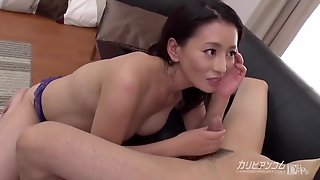 Japanese Mommy Screwing With Younger Boy