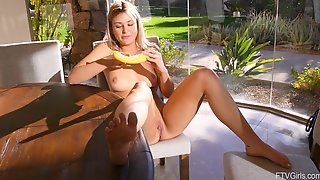 Blonde Solo Amateur Teen Model Serena Stuffs Her Pussy With A Banana