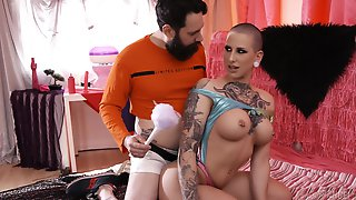 Kinky And Tattooed Bomb Dylan Phoenix Enjoys Amazing Blowjob And Tit Job