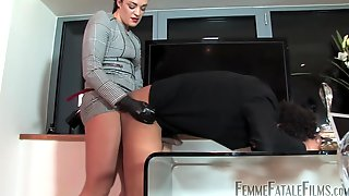 Femdom Fetish Session With The Hunteress Abusing A Man With A Strapon
