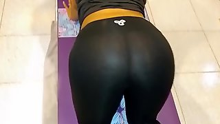 Busty Ebony MILF In Yoga Pants