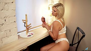 Sexy Blond Chick Jessica Best Is Masturbating Pussy Before A Blind Date