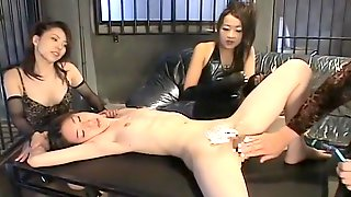 Petite Asian Hottie Gets Spread And Pussy Shaved