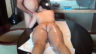 Bodacious Amateur Babe Gets Massaged And Fucked From Behind