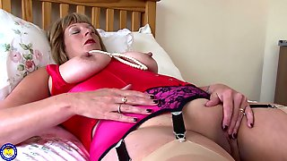 Sensual Mature Amateur Granny Rosemary Pounds Her Pussy With Fingers
