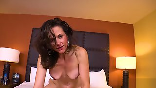 37 Year-Old Mom Gets Railed And Takes A Big Facial