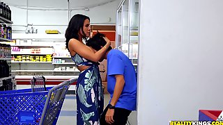 Dirty Boy Ricky Spanish Eats MILFs Pussy In The Public Place!