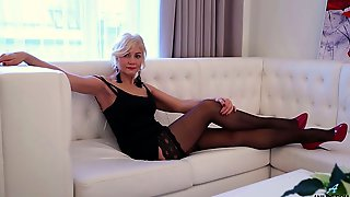 Sexy Mature Woman In Red Shoes And Stockings Sylvie Cant Control Her Libido