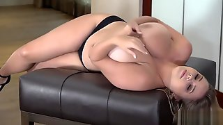 Vivian Blush - Whats Behind That D(o)(o)r