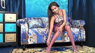 Mocha Skin Chick Alishaa Mae Shows Her Puffy Dark Nipples And Yummy Twat
