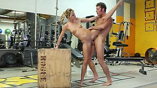 A Flexible Fitness Model Jessa Is Giving Blowjob In The Gym.