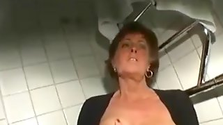 Wife uses jacuzzi jets to have orgasm