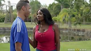 Mature Ebony Whore Diamond Jackson Seduces A Stranger To Give Her Cum