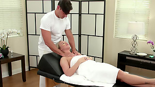 Beautiful Bailey Brooke Comes To Massage Parlour For Warm Facial