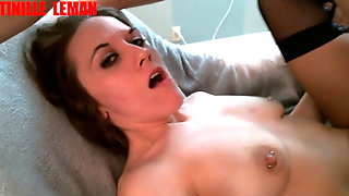 BRUNETTE DOUBLE PENETRATION FUCKING MACHINE DILDO