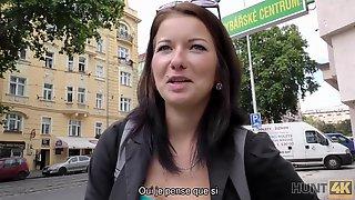 HUNT4K. A Chick No Le Gusta BF Aburrida Pero Quiere Follar A Un Extrano