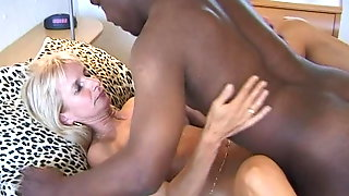 38 1-3 BLACK GUY 1ON1 SEX FUCKING DOGGY CUMSHOT SWALLOWING