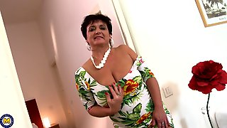 Mature Brunette Amateur Granny Kaysha Plays With Her Tits And Pussy