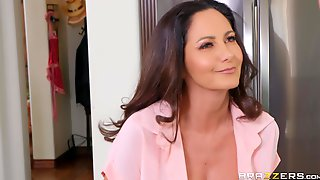 Ava Addams Wraps Her Lips And Pussy Around Young Throbber