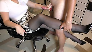 Amateur Teen Step Sis Hadnjob And Cumshot On Her Feet In Shoes