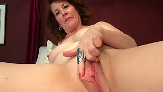 Chubby Housewife Plays With Her Soaking Wet Pussy In Bed